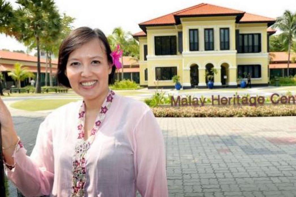 HASRAT MENJAGAT: Cik Hidayah Amin (di depan Taman Warisan Melayu) bercita-cita meluaskan penulisan dan penerbitannya untuk khalayak dunia. Tiga bukunya ialah Gedung Kuning (kiri, atas), The Mango Tree (kiri, bawah) serta 'Malay Weddings Don't Cost $50' (bawah). - Foto-foto fail