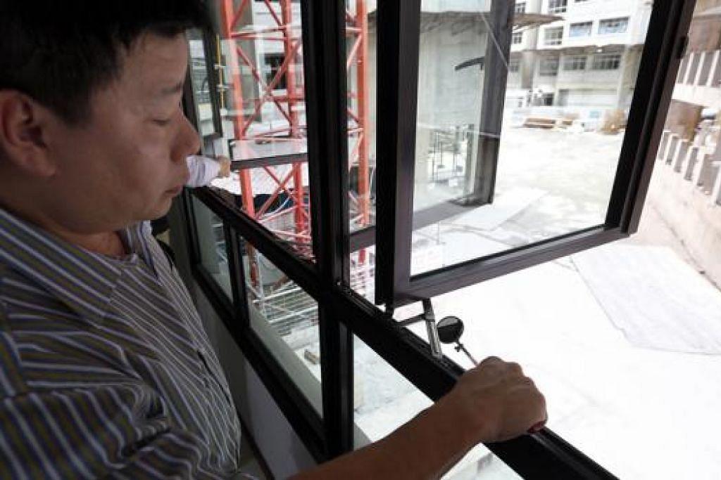 KES KEROSAKAN DAN KECACATAN: Sebahagian besar daripada kecacatan yang dilaporkan pada flat Bina Ikut Tempahan (BTO) menyentuh masalah rekahan kecil pada tembok, bekas calar pada lantai kayu dan cantuman atau sendi yang tidak rata. - Foto fail