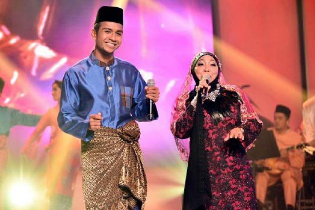 JULUNG KALI BERDUET: Penyanyi veteran Maria Bachok akan membuat persembahan bersama anak saudaranya, Taufik Batisah, buat julung-julung kalinya.