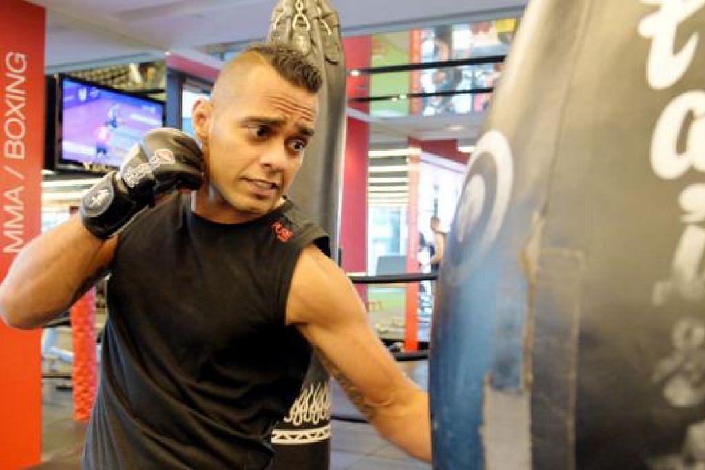 MEMBANTU REMAJA: Rashid (gambar atas) memulakan D'Valetudo Fight House dua tahun lalu bagi memberi bimbingan MMA kepada remaja dengan hasrat membina keyakinan diri mereka.