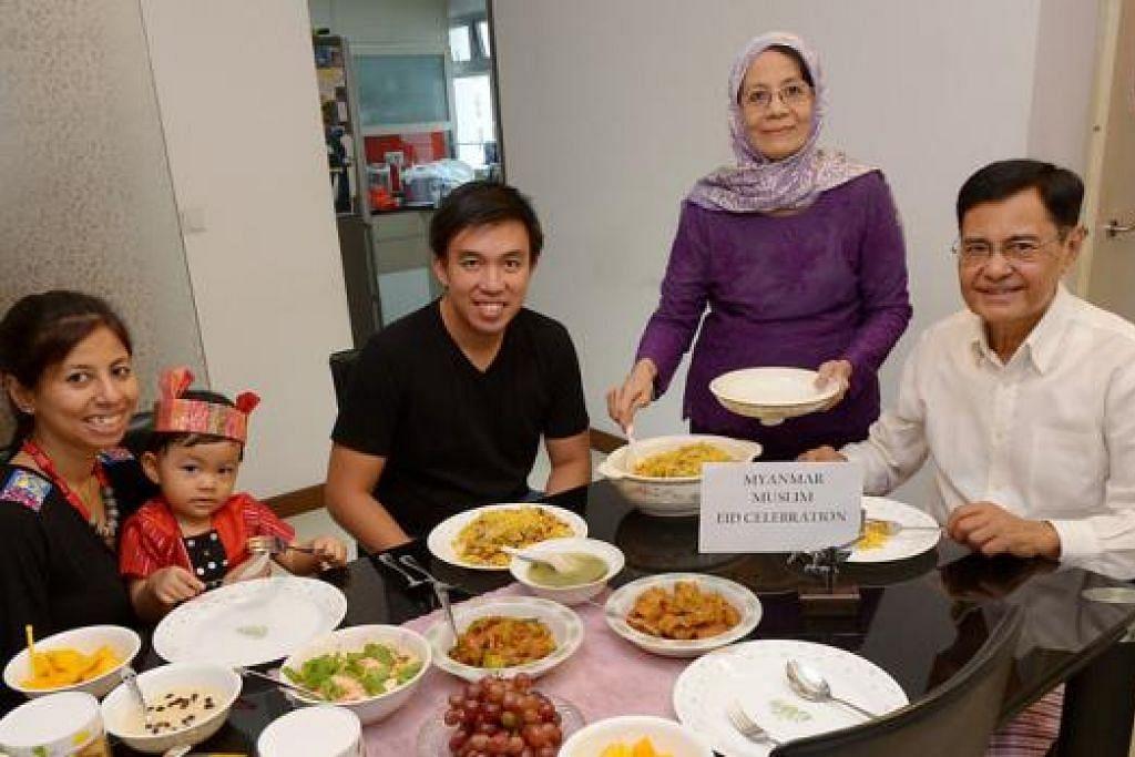 BERAYA SEPERTI ORANG MELAYU: Keluarga Encik U Myint Lwin (kanan) menyambut Hari Raya seperti orang Melayu dengan memakai pakaian tradisional Myanmar dan meminta maaf antara satu sama lain. Bersamanya ialah (dari kiri), anaknya, Cik War War Lwin Tun; cucunya, Ayra; menantu, Encik Zikri Ali; dan isteri, Cik Daw Le Le Oo. - Foto TUKIMAN WARJI