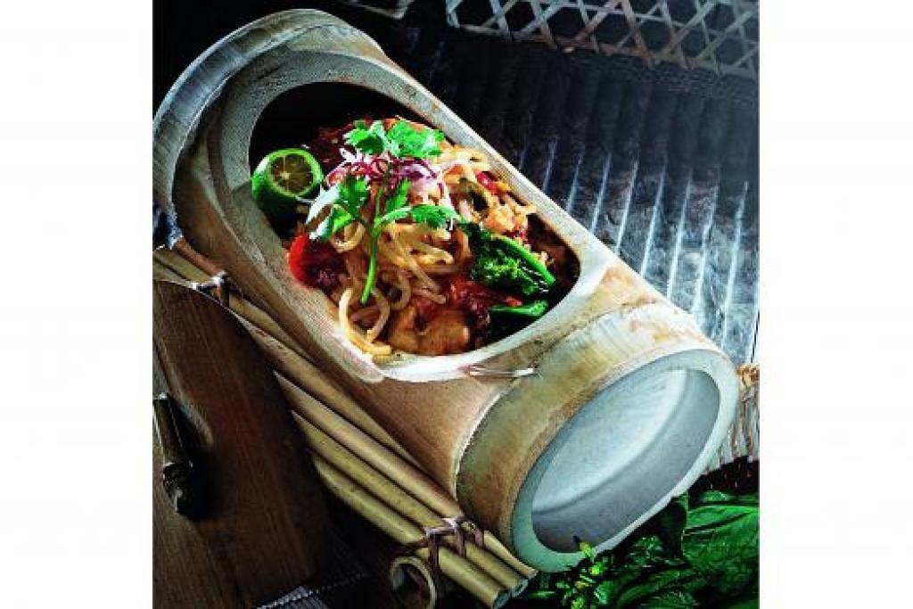 GUNA MI LAKSA: Hidangan laksa goreng kampung yang gunakan ikan bilis goreng serta belacan.