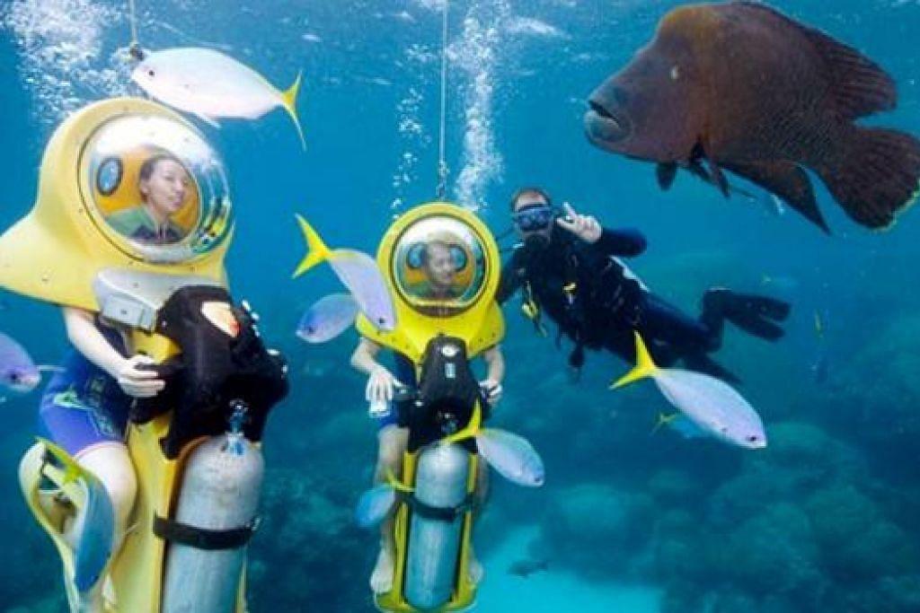 MEMBELAH LAUTAN DENGAN SKUTER: 'Scubadoo' ialah skuter laut yang boleh ditunggang di dasar lautan Terumbu Karang Besar di Cairns tanpa sebarang lesen atau kemahiran berenang mahupun menyelam. - Foto THE TOUR SPECIALISTS