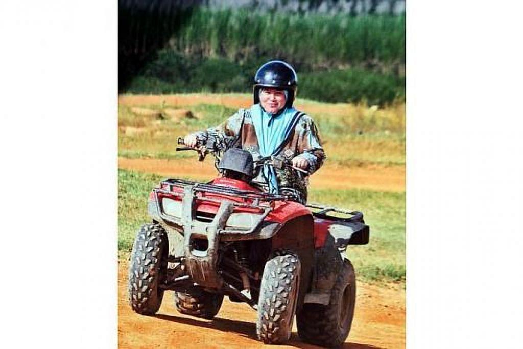 TUNGGANG KUDA ATAU ATV: Peluang jadi bak hero Hollywood dalam filem koboi atau sukan ekstrem tersedia dengan aktiviti menaiki kuda atau ATV sebagaimana yang dicuba penulis. - Foto BLAZING SADDLES ADVENTURES
