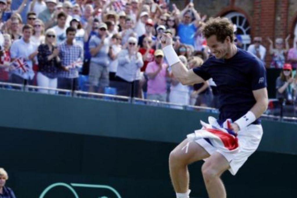 RAIKAN KEMENANGAN: Andy Murray dari Britain melompat gembira selepas menewaskan Gilles Simon dari Perancis dalam pertemuan suku akhir Piala Davis, kelmarin. - Foto AFP