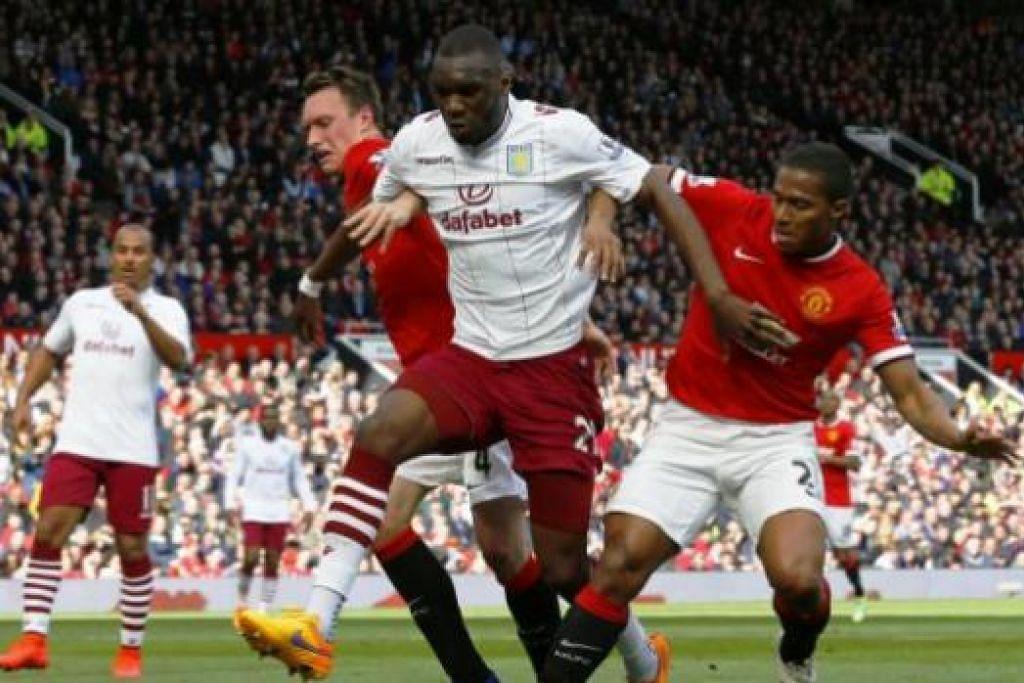LALUAN TERBUKA: Christian Benteke (tengah) boleh diumumkan sebagai pemain Liverpool seawal hari ini. - Foto REUTERS