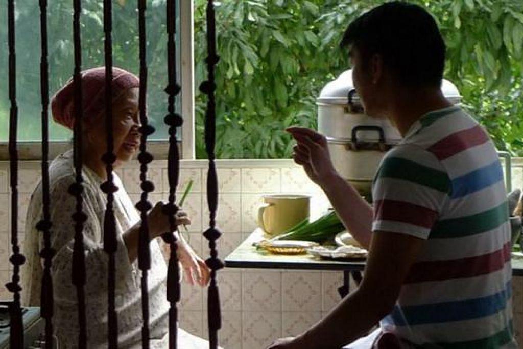 PUAS HATI: J. Rosmini senang bekerja dengan pengarah Royston Tan dalam filem pendek 'Bunga Sayang' yang diterbitkan bagi antologi filem pendek '7 Letters'. - Foto 7 LETTERS, ROYSTON TAN