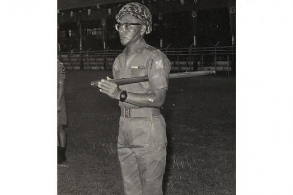 RSM BAGI NDP PERTAMA: Gambar lama Kapten (Bersara) Haji Shamsudin semasa beliau berkhidmat dalam tentera. - Foto MINDEF