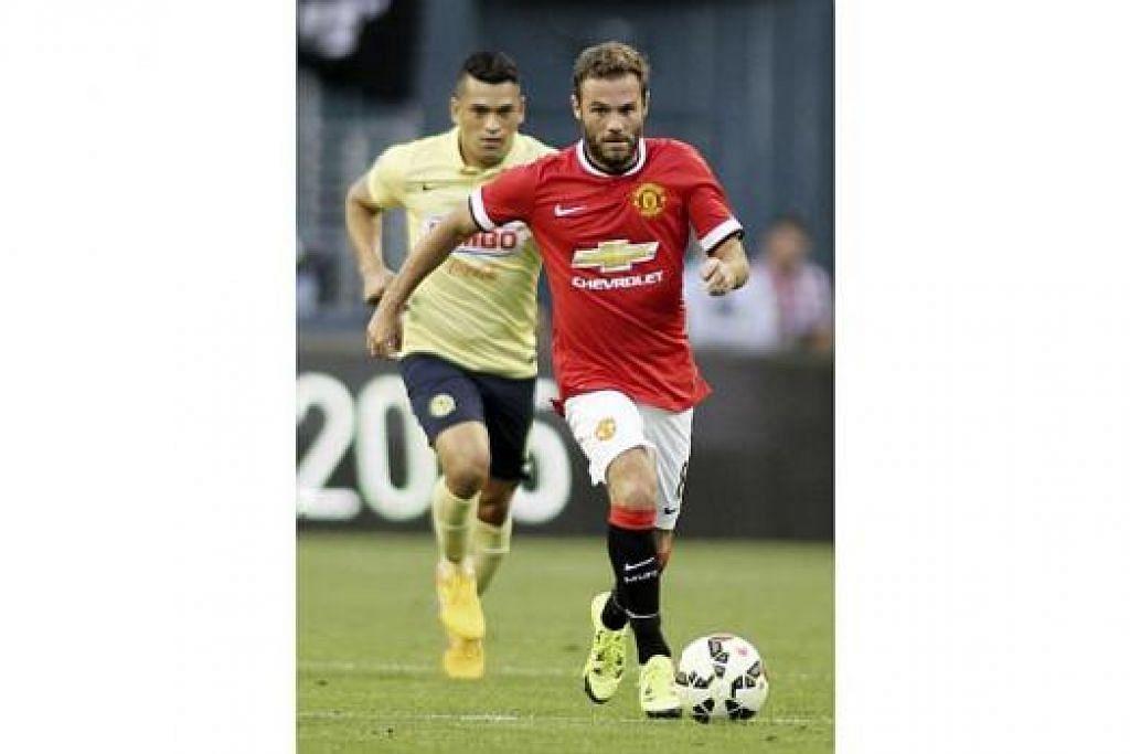JUAN MATA: Pemain yang berasal dari Sepanyol ini kian maju sebagai pemain tunggak di Manchester United, di bawah bimbingan Louis van Gaal. - Foto-foto REUTERS