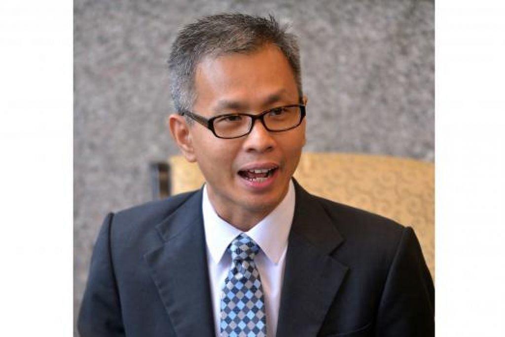 ANTARA INDIVIDU TURUT DILARANG KE LUAR NEGARA - TURUT TERJEJAS: Pemilik The Edge Media Group, Datuk Tong Kooi Ong; Ahli Parlimen DAP, Encik Tony Pua (atas), dan Ahli Parlimen PKR, Encik Rafizi Ramli.