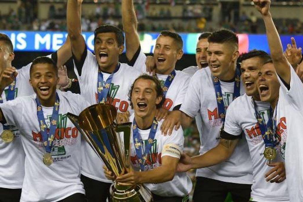 RAIKAN KEJUARAAN: Para pemain Mexico meraikan kejayaan menjulang mahkota Piala Emas selepas kemenangan ke atas Jamaica dalam final semalam.