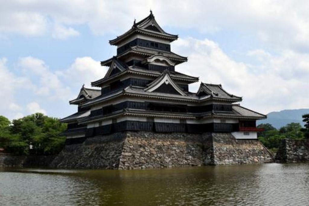 ISTANA MATSUMOTO: Istana 'donjon' (menara diperkasa dalam istana) tertua di Jepun ini dibina pada abad ke-16. - Foto HAKIM YUSOF