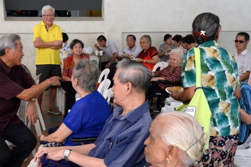 BERSIAP HADAPI PILIHAN RAYA: Dr Ng Eng Hen (kiri) berkata PAP membentuk jawatankuasa pilihan raya awal tahun ini demi membuat persiapan dan rancang kempen. - Foto THE STRAITS TIMES