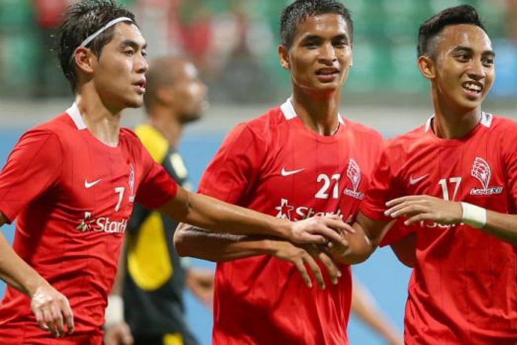 MASA DEPAN BELUM JELAS: Masa depan para pemain pasukan LionsXII seperti (dari kiri) Gabriel Quak, Safuwan Baharudin dan Faris Ramli bagi pertandingan musim depan masih belum jelas. - Foto fail