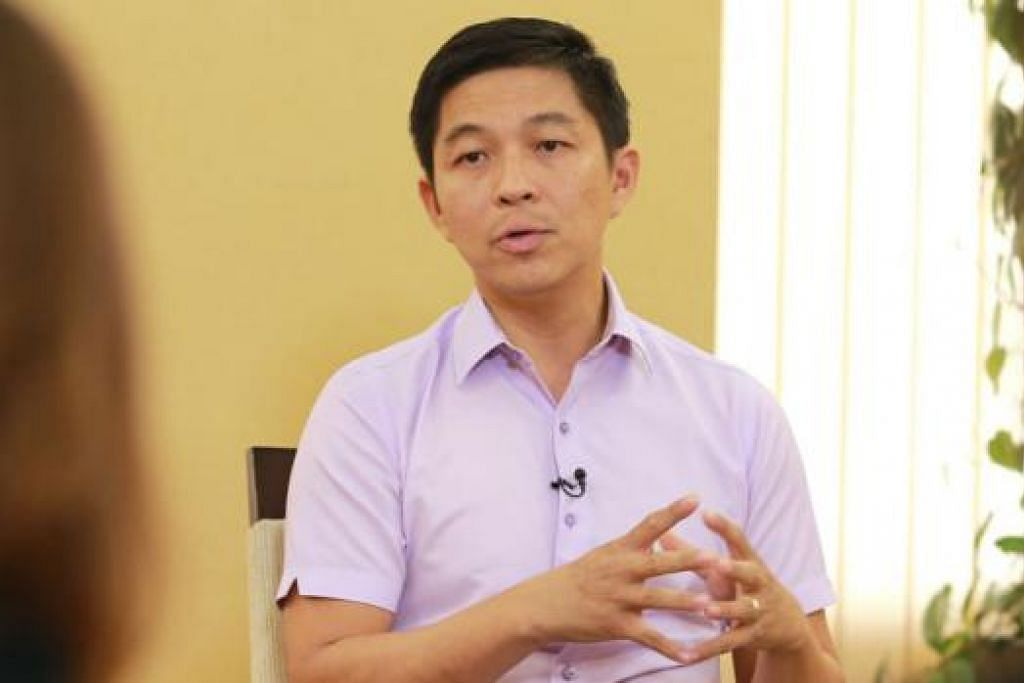 TIGA TUMPUAN: Encik Tan, yang mengambil alih daripada Encik Chan Chun Sing April lalu, menggariskan tiga bidang tumpuan bagi MSF - memperkukuh keluarga, memperkukuh bantuan bagi golongan rentan, serta memberi peluang kepada warga Singapura merubah masyarakat dengan membantu golongan susah. - Foto ZAOBAO