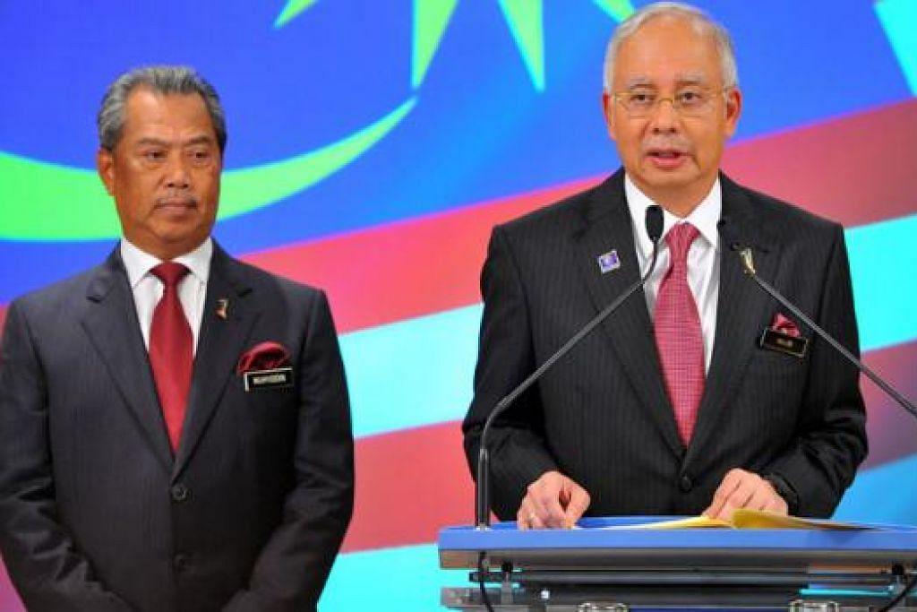 ROMBAKAN KABINET: Tan Sri Muhyiddin (kiri) digugurkan daripada Kabinet Datuk Seri Najib. - Foto fail 2013