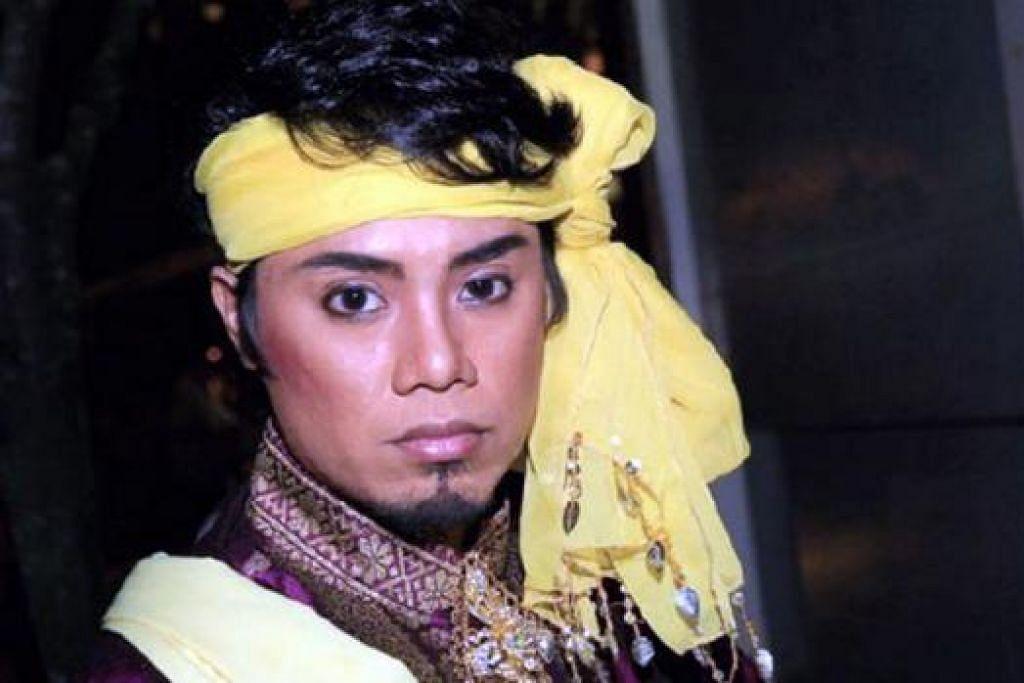 DAPAT MERAIH BANYAK MANFAAT: Muhd Arif Mustafar dari Era Dance Theatre berpendapat bengkel Akar Subuh 2015 yang diikutinya banyak mengajar dan mendedahkannya kepada seni tari Melayu lama yang tidak dikenalinya sebelum ini. - Foto-foto ERA DANCE THEATRE LTD