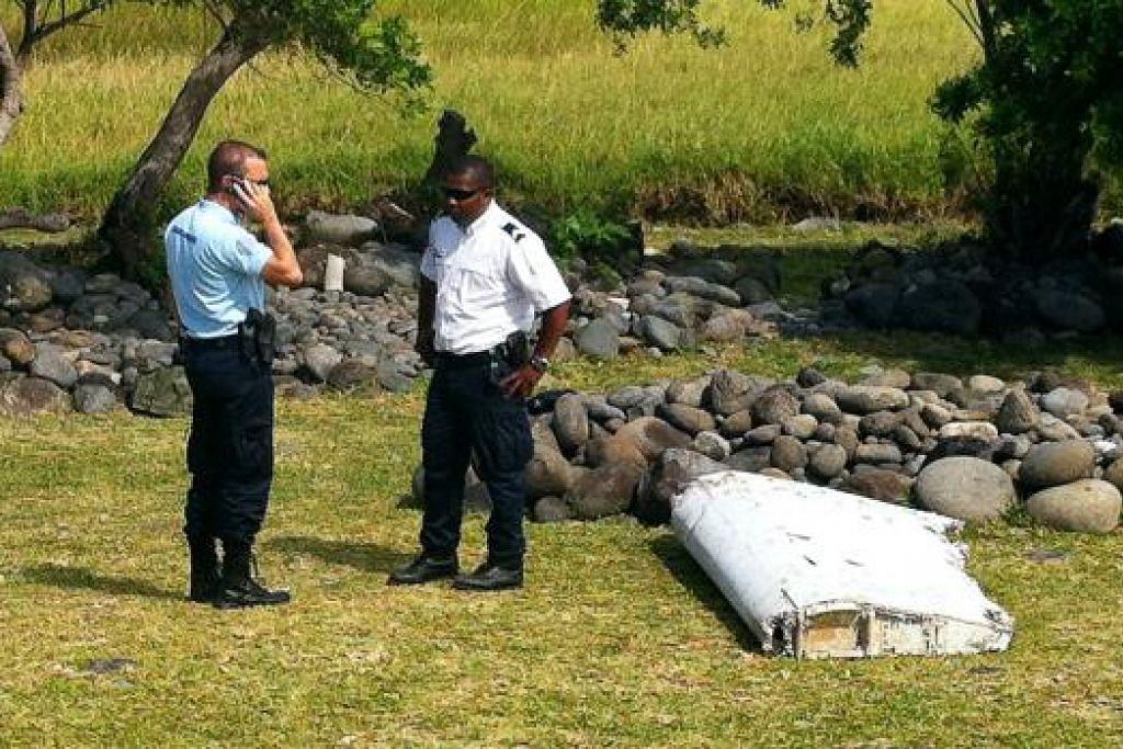 MASIH BELUM DAPAT DISAHKAN: Serpihan yang dipercayai daripada bahagian 'flaperon' ini ditemui di Pulau Reunion yang terletak di timur Lautan Hindi. - Foto AFP