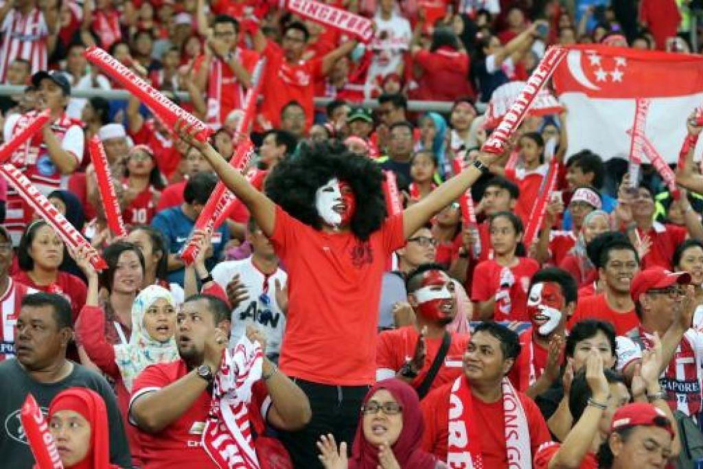 AYUH BERI SOKONGAN: Fandi Ahmad menggesa penyokong LionsXII ke Stadium Jalan Besar beri sokongan.