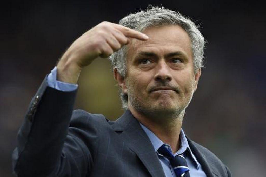 TUNTUT KEMENANGAN: Jose Mourinho menuntut kemenangan malam ini bagi membakar semangat cuba mempertahankan mahkota liga yang dimenangi musim ini. – Foto AFP