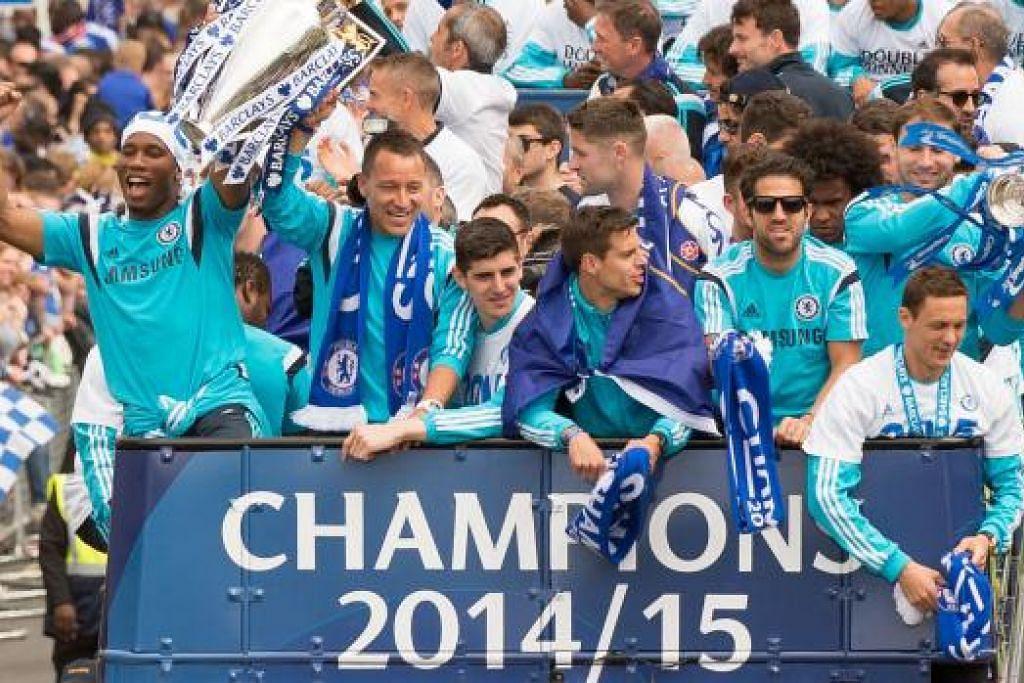 LEBIH SEIMBANG: Para pemain Chelsea meraikan kejayaan memenangi liga musim lalu. Skuadnya kali ini dijangka lebih gagah dan seimbang. – Foto AFP