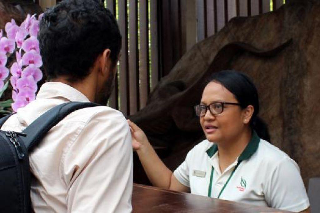 CIK RAHIMAH: Pengalaman Cik Rahimah termasuk melayan pelawat yang marah-marah.