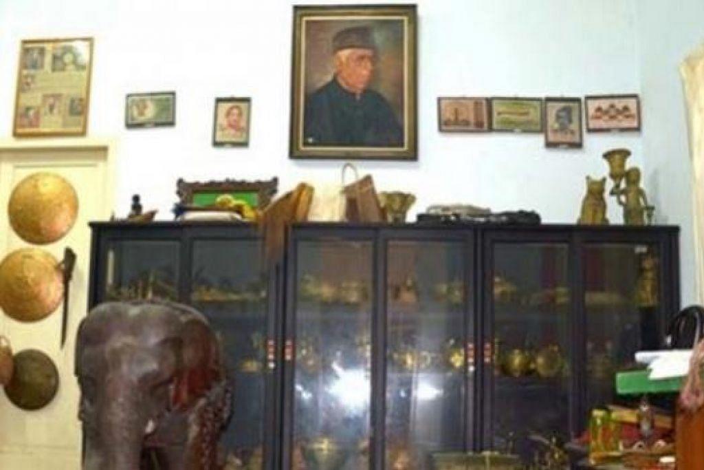 WARISAN: Intelek dan pahlawan Aceh, Profesor Ali Hasjmy (potret dinding, 1914-1998), ialah antara tokoh gerakan penulis Pujangga Baru Indonesia era 1930-an, mewariskan pustakanya menjadi Muzium Ali Hasjmy di Banda Aceh, ibu kota Aceh. - MUZIUM ALI HASJMY