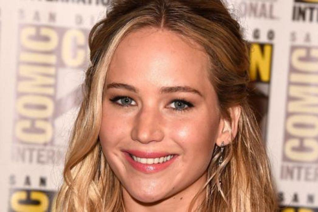 KINI DITERIMA: Semasa mula menceburi Hollywood, sukar bagi Jennifer Lawrence mendapat tawaran berlakon, tetapi nasibnya sekarang berbeza. Kini, banyak peluang terbentang. - Foto-foto AFP dan TWENTIETH CENTURY FOX