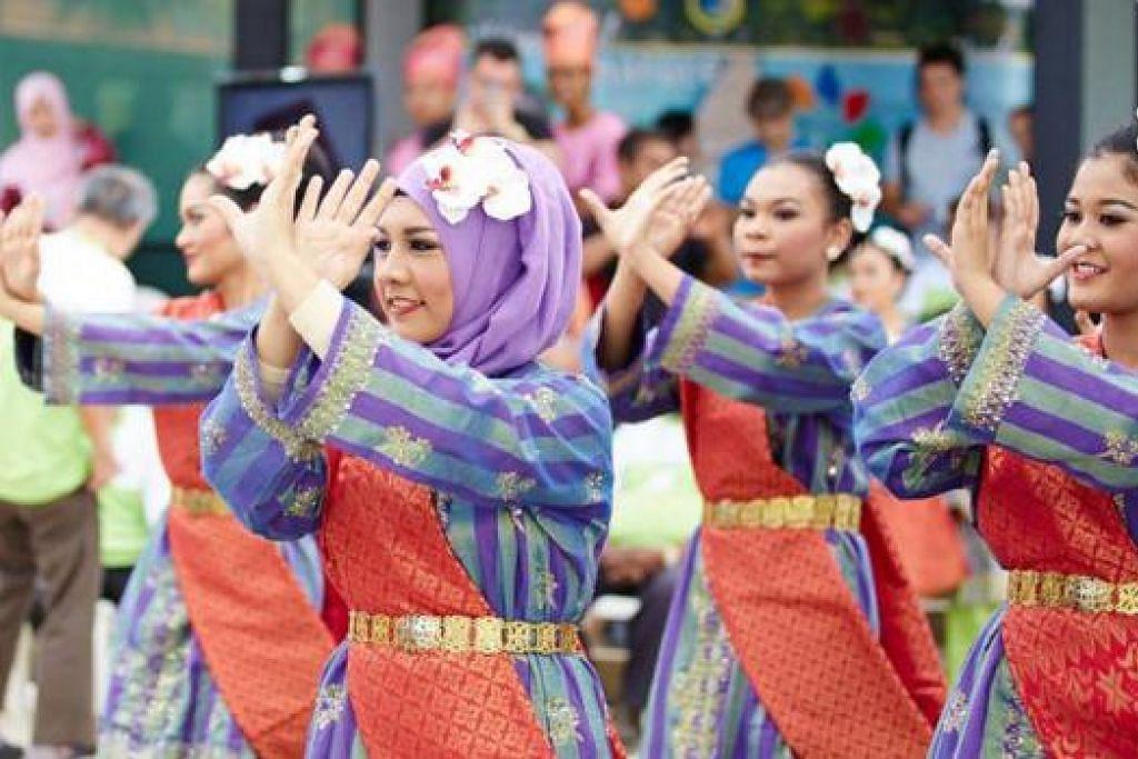 RUMAH TERBUKA: Taman Warisan Melayu akan mengadakan satu acara Rumah Terbuka Hari Raya esok dan diikuti dengan pelbagai acara menarik pada 8 dan 9 Ogos ini. - Foto FACEBOOK TAMAN WARISAN MELAYU
