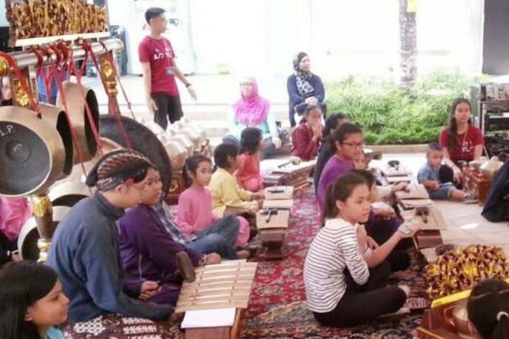 MUZIK GAMELAN: Bengkel gamelan, The Gamelan Circle oleh kumpulan seni Gamelan Asmaradana akan diadakan pada 8 Ogos ini di Taman Warisan Melayu. - Foto GAMELAN ASMARADANA