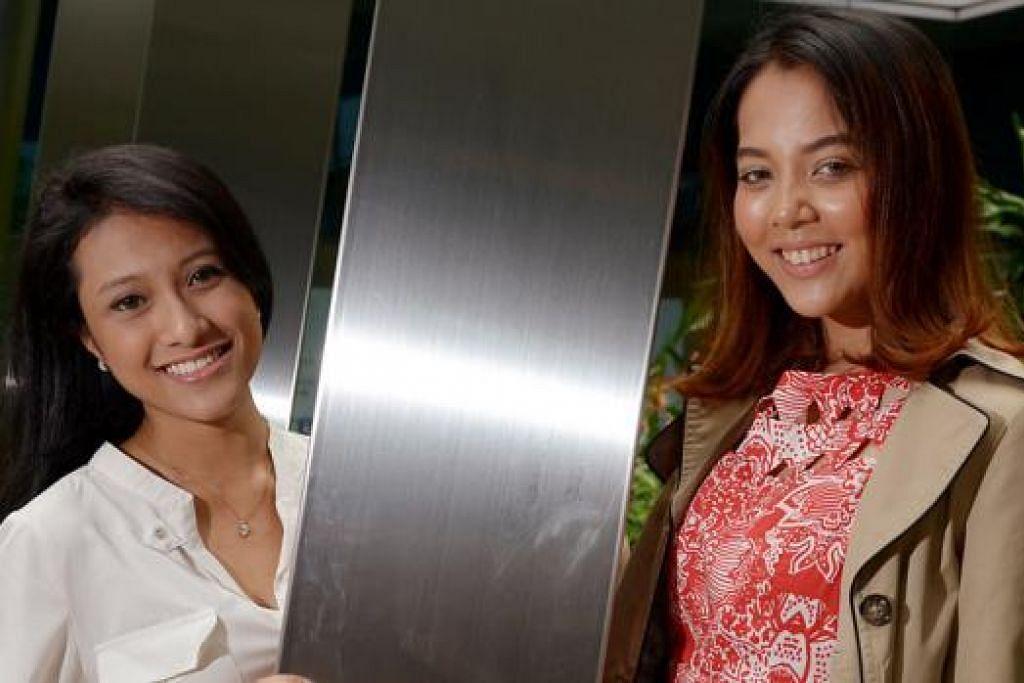 DUA RAKAN LAMA BERTEMU: Amni Musfirah Abdul Rashid (kiri) dan Aisyah Aziz yang merupakan rakan sedarjah di Sekolah Rendah Princess Elizabeth berkongsi pentas di konsert 'Si Cempaka Biru - Celebrating the Life of Nona Asiah' pada 14 Ogos ini. - Foto TUKIMAN WARJI