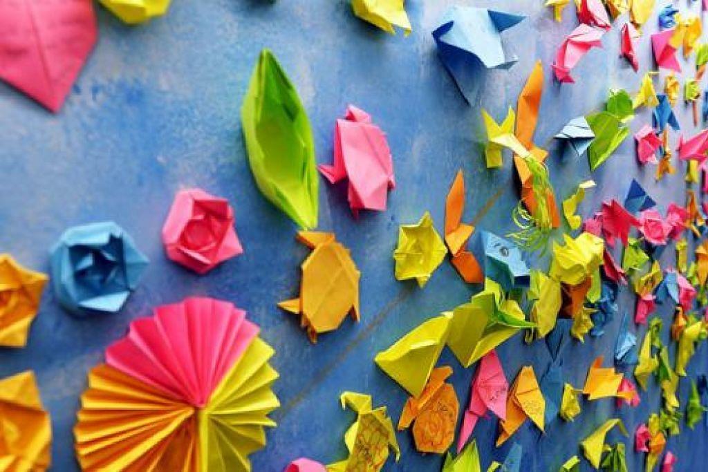 CANTIK DIPANDANG MATA: Acara Masak Masak 2015 mengetengahkan beberapa karya seni yang boleh dijadikan bahan pendidikan kanak-kanak termasuk seni origami berwarna-warni ini.