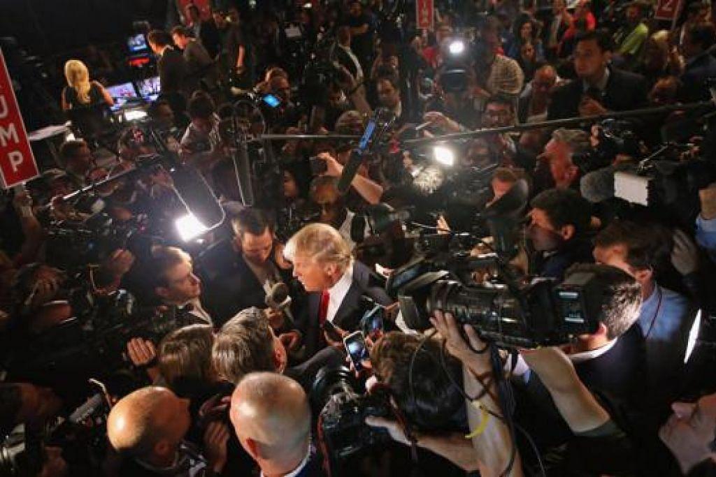 BAK SEMBERANI: Encik Donald Trump menjadi tumpuan media di perbahasan presiden bagi calon Republikan pertama kerana hujahnya yang berapi-api. - Foto AFP