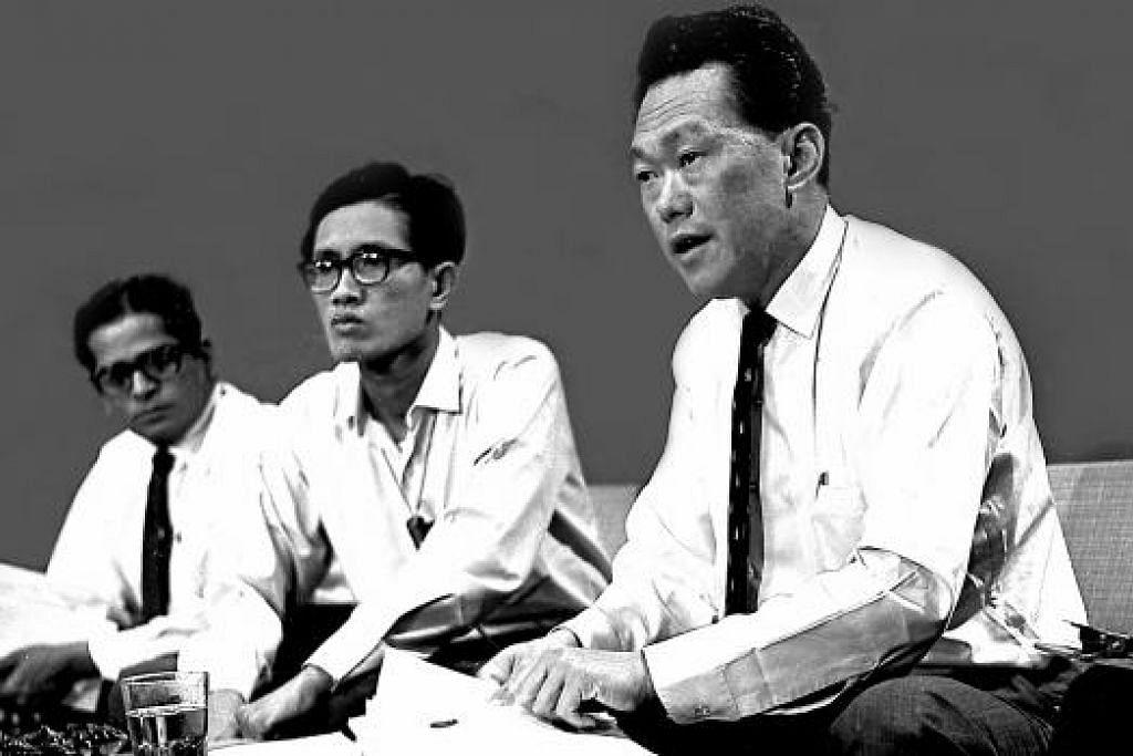 Encik Lee di sidang akhbar mengumumkan perpisahan Singapura dari Malaysia pada 9 Ogos 1965.