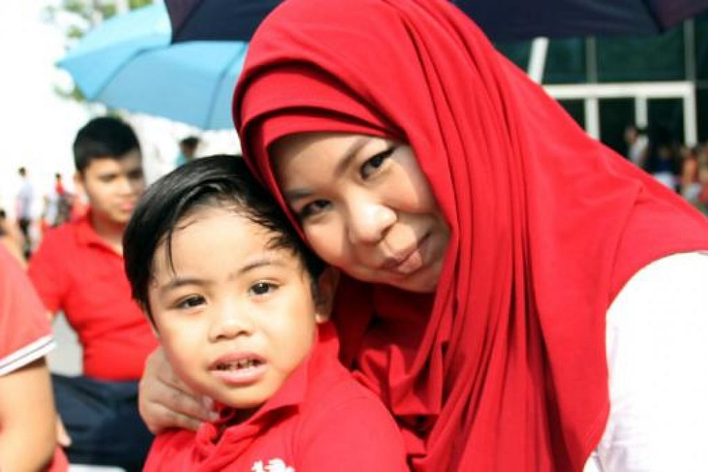 Cik Nurul Huda Abdul Malik, 29 tahun, pembantu jurujual di Lapangan Terbang Changi.