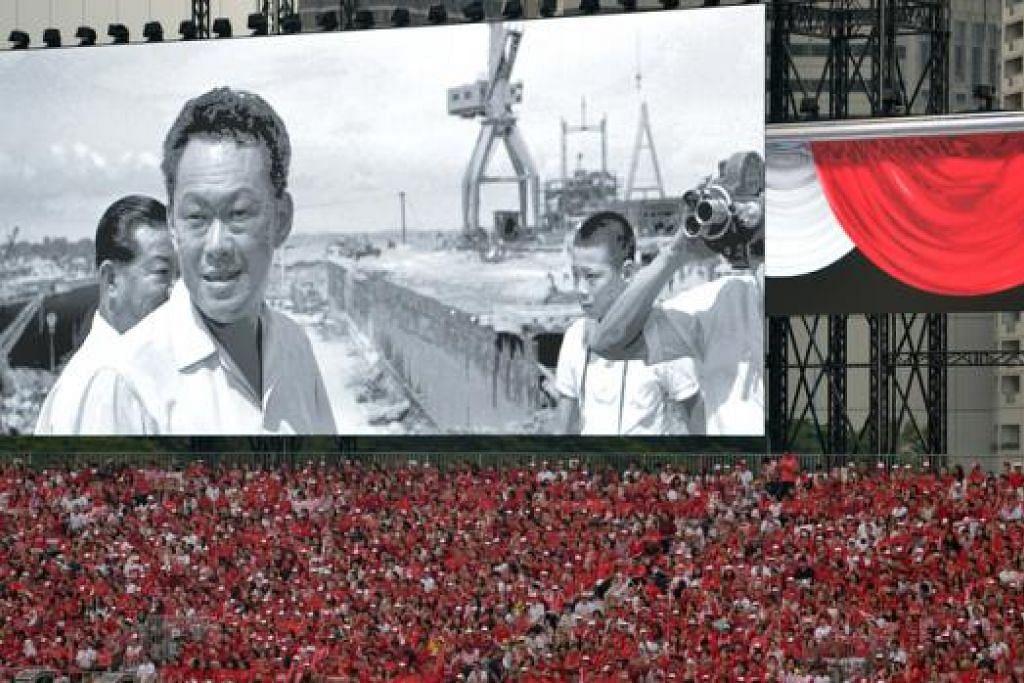 PENGHORMATAN BAGI BAPA SINGAPURA MODEN: Filem ringkas mengenai Perdana Menteri Pengasas Lee Kuan Yew ditayangkan semasa Perbarisan Hari Kebangsaan (NDP) semalam. - Foto THE STRAITS TIMES