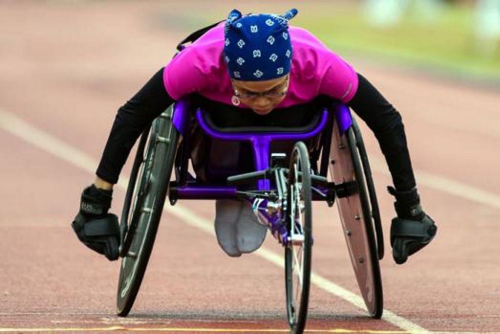 AZAM MEMBARA: Atlit veteran perlumbaan kerusi roda, Norsilawati Sa'at, bersaing dalam acara 100 meter. Selepas terlepas membawa pulang pingat semasa beraksi di Sukan Para Asean 2011 di Solo, Indonesia, beliau berazam menebus kegagalan itu apabila beraksi di Sukan Para Asean kali ini nanti. – Foto SEOW GIM HONG