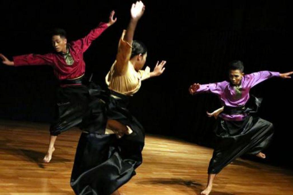 BERTENAGA: Tarian berjudul 'Nian' oleh Persadaku Artiste Seni Budaya mempunyai potensi untuk dikembangkan. - Foto ERA DANCE THEATRE LIMITED