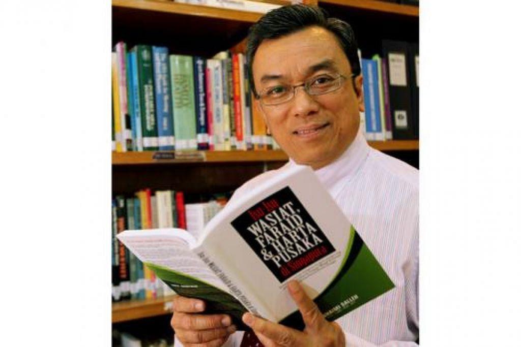 BACAAN PERLU: Buku 'Isu-Isu Wasiat, Faraid & Harta Pusaka di Singapura' hasil tulisan Haji Suhaimi Salleh. – Foto fail