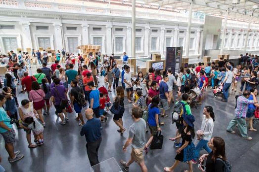 PELBAGAI TARIKAN: Singapura mempunyai pelbagai tarikan bagi memikat pengunjung dan bagi penduduknya. - Foto MUZIUM NEGARA
