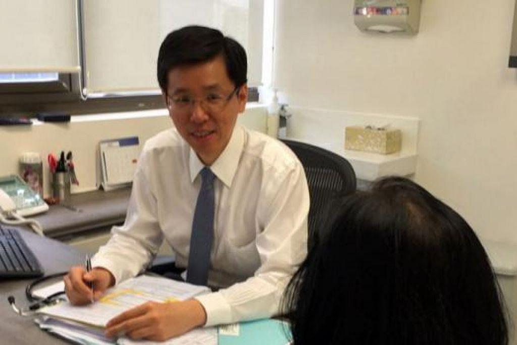JARANG BERLAKU: Dr Daniel Chan menganggarkan sekitar 30 kes baru melanoma dilaporkan di sini setiap tahun. - Foto ihsan DR DANIEL CHAN