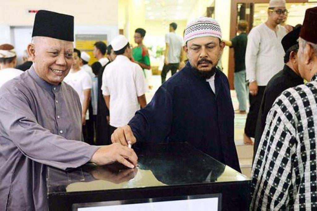 MENDERMA: Teruskan amalan baik seperti menderma kepada yang memerlukan walaupun Ramadan telah berlalu. - Foto fail