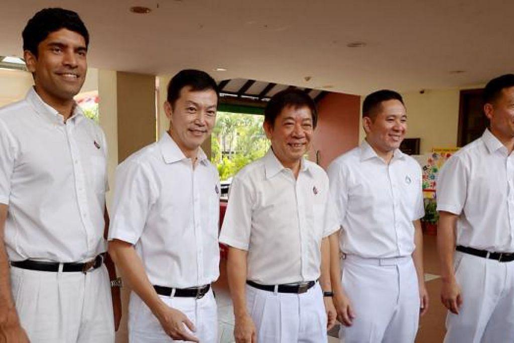 PASUKAN BARU GRC SEMBAWANG: (Dari kiri) Encik Vikram Nair, Dr Lim Wee Kiak, Encik Khaw Boon Wan, Encik Amrin Amin dan Encik Ong Ye Kung. - Foto TUKIMAN WARJI