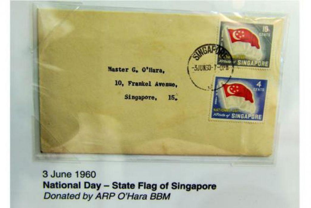 SEMPENA HARI KEBANGSAAN: Sempena sambutan Jubli Emas Singapura, setem yang dikeluarkan sempena Hari Kebangsaan pada tahun-tahun lalu turut dipamerkan. – Foto KHALID BABA