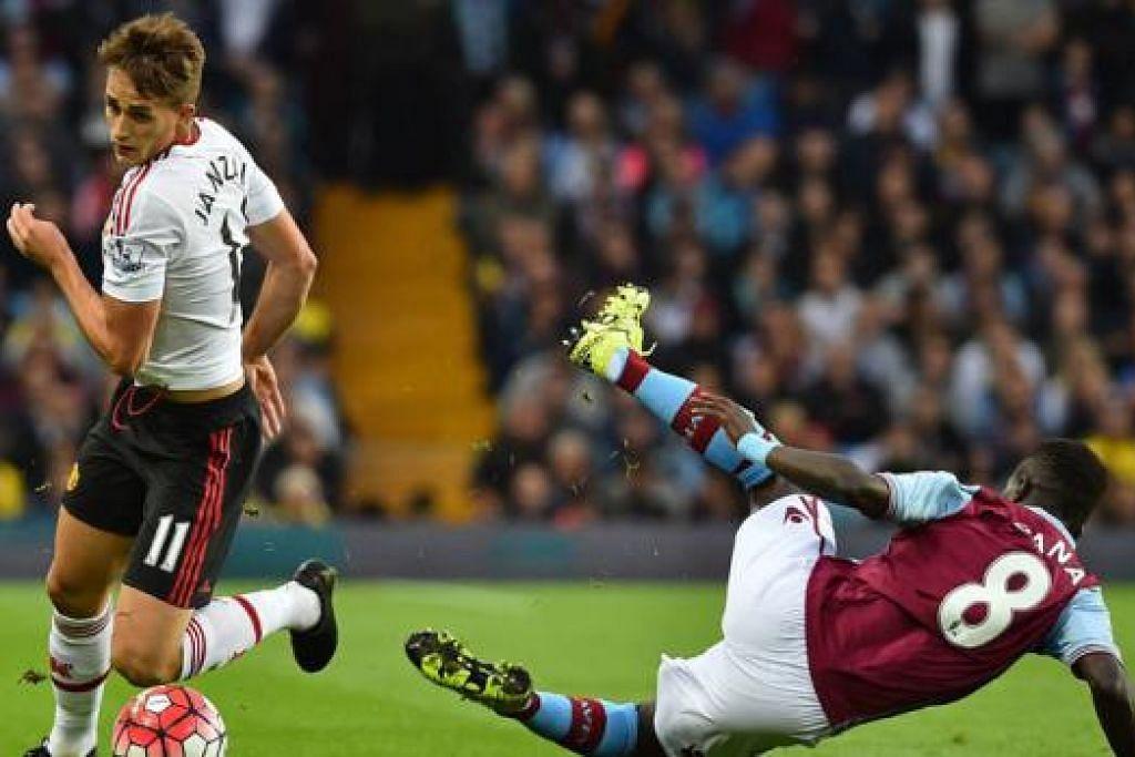 LEPAS: Penjaring gol kemenangan Manchester United, Adnan Januzaj (kiri), melepasi terkaman pemain Aston Villa, Idrissa Gueye. - Foto AFP