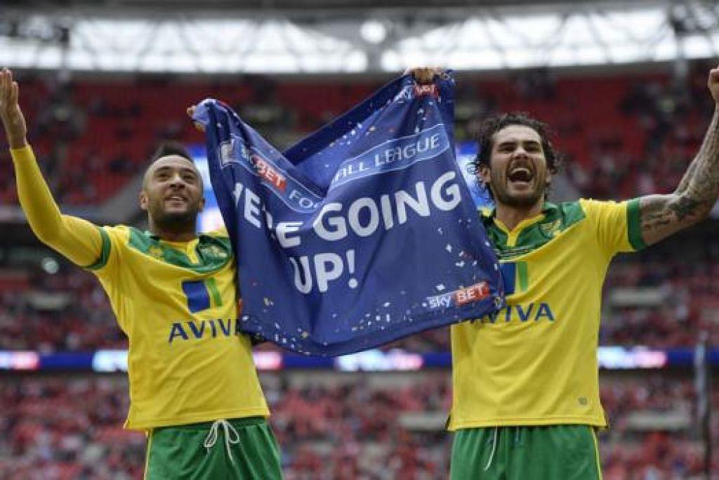 TUGAS MENCABAR SESUDAH 'DINAIKKAN': Dua tunggak Norwich, Bradley Johnson (kiri) dan Nathan Redmond meraikan kejayaan mereka mendapat tempat dalam Liga Perdana di penghujung musim lalu. Cabaran mereka kini ialah terus bertakat dalam liga elit England ini. - Foto REUTERS