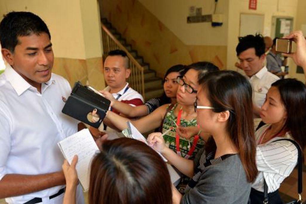 JADI TUMPUAN: Encik Darryl David jadi tumpuan para pemberita. – Foto M. O. Salleh