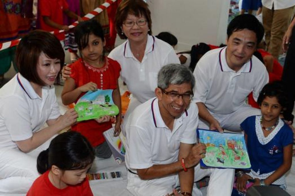 SERBA BERPENGALAMAN: (Dari kiri) Dr Lily Neo, Cik Denise Phua, Dr Yaacob dan Encik Heng Chee How mewakili pasukan Parti Tindakan Rakyat (PAP) di GRC Jalan Besar di pilihan raya umum nanti.- Foto TAUFIK A. KADER