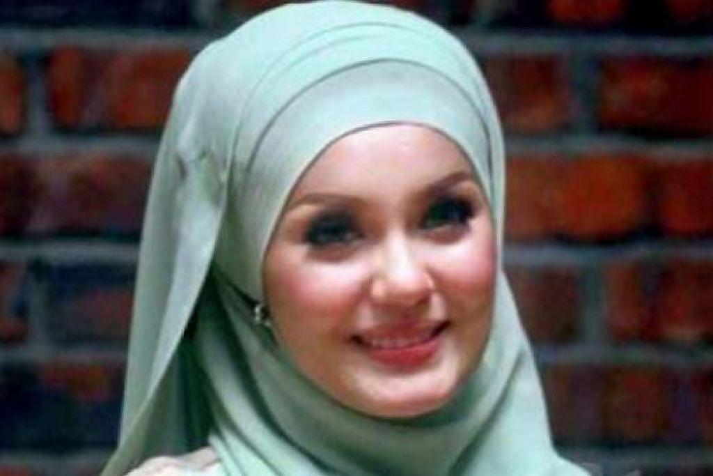 KINI BERLAWAK: Pelakon Uqasha Senrose telah terpilih memasuki rancangan lawak, 'Super Spontan All Stars', musim keempat di Malaysia kerana menunjukkan prestasi cemerlang sebagai tetamu undangan dalam program separuh akhir musim lalu. - Foto MSTAR ONLINE