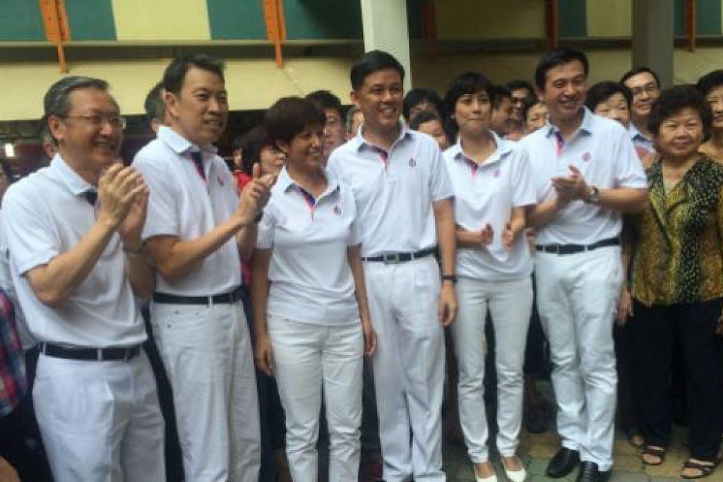Barisan calon PAP (baju putih) bagi GRC Tanjong Pagar dan Radin Mas - Gambar Farid Hamzah